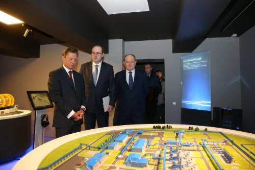 Алексей Миллер (слева) принял участие вторжественном открытии мультимедийного научно-познавательного Музея магистрального транспорта газа