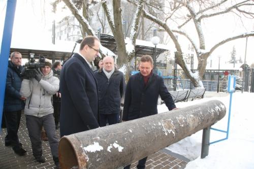 Алексей Миллер (справа) принял участие вторжественном открытии мультимедийного научно-познавательного Музея магистрального транспорта газа