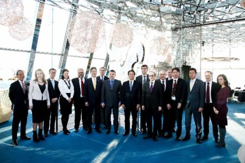 """В """"Газпроме"""" состоялось подписание соглашения между """"Газпромом"""", японскими банками Mizuho иSMBC иамериканским банком J.P.Morgan опредоставлении «Газпрому» кредита вразмере 800млн евро"""